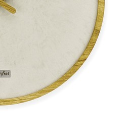 Wanduhr Timeless Wanduhr aus Beton Naturkontraste im zeitlosen Design Der starke Materialkontrast der natürlichen Gegensätze Beton und Holz lässt diese Wanduhr interessant und aufregend wirken und unseren Zeitgeist widerspiegeln. Außergewöhnliche Designdetails machen sie zu einem besonderen Wohnunikat und zum echten Hingucker in jedem Raum. Ein schlanker Ring aus massivem Eichenholz umrandet den feinen puristischen Beton und sorgt für eine wunderschöne Schattennut. Vollendet wird der Entwurf durch elegante Zeiger aus Eichenholz.  #beton #concrete #concretedesign #wohnraumliebe #wohnraum #betonmanufaktur #manufaktur #interiordesign #betondesign #design #designinspiration #weihnachtsdeko #weihnachtsgeschenke #interiordesign #interiordecor #christmasdecorations #betonliebe #luxurylifestyle #luxurylifestyle #schönerwohnen #artwork #madewithlove #concreteisourpassion #wirliebenbeton #wirmachenbeton #felsenfestbetondesign